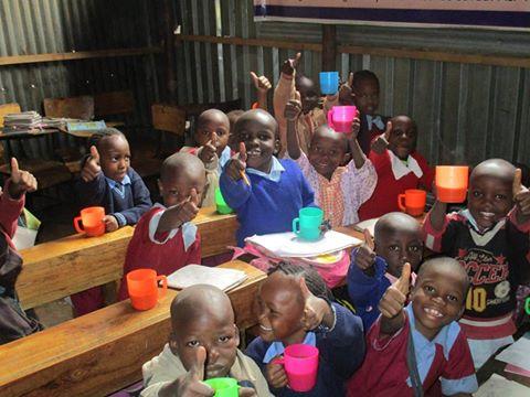 栄養改善プロジェクト(ポーリッジを飲む子どもたち