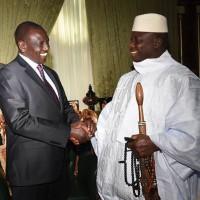 ガンビアでジャメー大統領と会談するケニアのルト・大統領特使(副大統領)