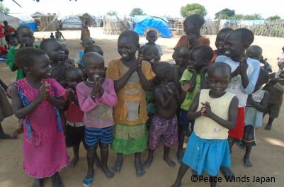 グンボ国内避難民キャンプにくらす子どもたち