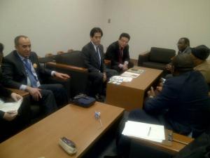 写真左:市民ネットワーク for TICAD との前日の準備会議、写真右:逢沢議員表敬訪問