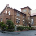 会場となった早稲田奉仕園。土曜朝は雨がぱらつきました