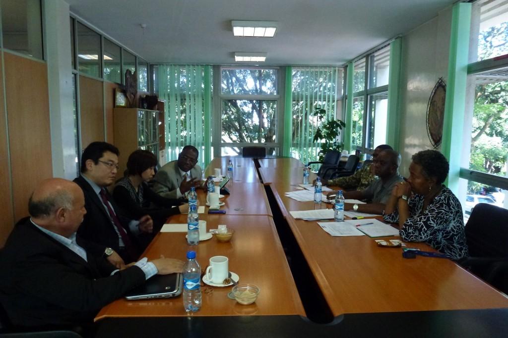 会議前にはナイロビに事務所を置くNGOを訪問し、連携を図りました。写真はIPPF事務所訪問。